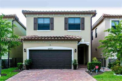 5707 NW 47th Ave 5707 Tamarac, absolutely gorgeous Three BR
