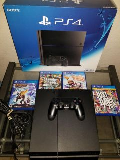 Ps4 regular, 500gb, with 4 games- Gta 5, Little Big Planet, Ratchet and Clank, Just Dance 2015