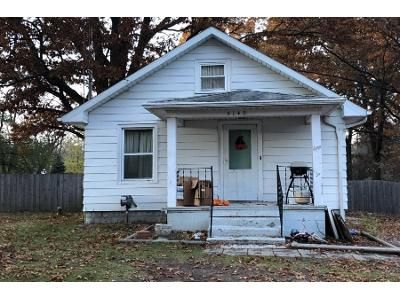 3 Bed 1 Bath Preforeclosure Property in Jackson, MI 49203 - Matthews St