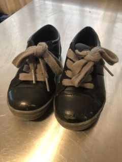 Kenneth Cole toddler size 7 dress shoe