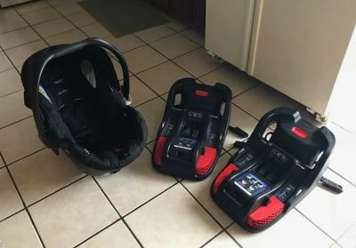 Britax infant car seat with 2 bases