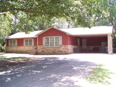 3BR 2BA Remodeled Single Story House