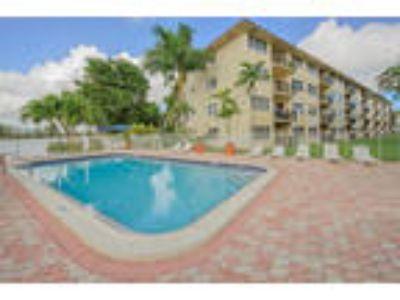 Apartments at Crystal Lake - 2b2b Deluxe