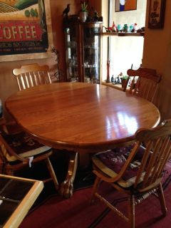 4 Foot Round Solid Oak Table and 4 Chairs