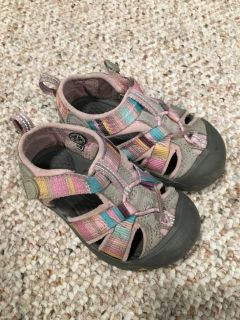 Toddler girl size 6 Keen sandals!