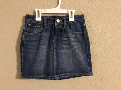 GAP KIDS Blue Jean Skirt With Adjustable Elastic. Like New Condition. Size 8