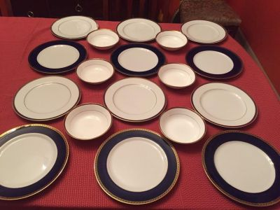 18-PC DELTA AIRLINES 1ST CLASS BLUE/GOLD DINNERWARE