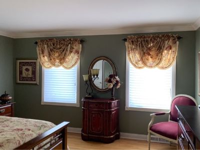 Queen Croscill Comforter Set with Window Valances
