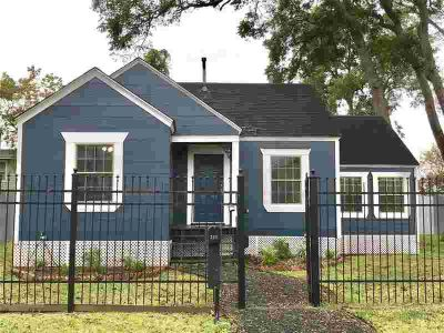 218 E 34th Street Houston Two BR, Adorable and spacious 1940's