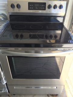 Frigidaire 5 Burner Glass Top Electric Range in Stainless Steel