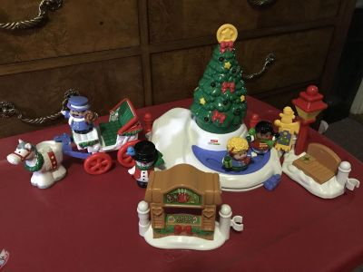 F/P Lights & Sounds Little People Christmas in Town Playset