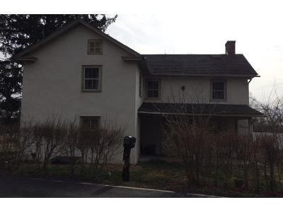 4 Bed 2 Bath Preforeclosure Property in Kintnersville, PA 18930 - Gallows Hill Rd