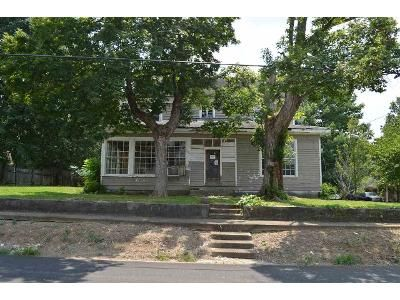 4 Bed 2 Bath Foreclosure Property in Scottsville, KY 42164 - E Maple St