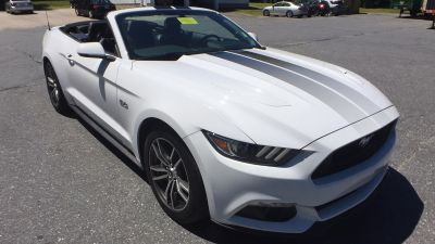 2017 Ford Mustang GT Premium (white)