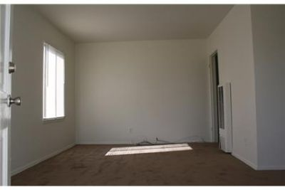 Great 2 Bedroom Duplex with Remodeled Kitchen and Bathroom