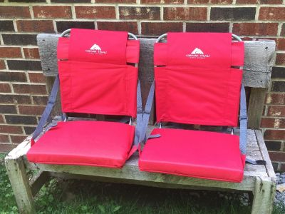 Set of 2 Stadium Seats, excellent condition, asking $30 for both (cost almost $30 for one at Walmart) **READ PICK-UP DETAILS BELOW
