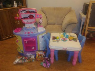 Play kitchen set with food & table/chairs for sale