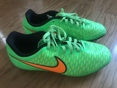 Nike Youth Soccer Cleats Size 5