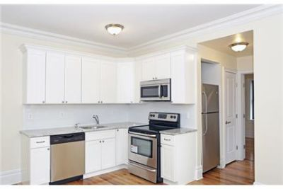 Spacious 1-bedroom apartment For Rent in Great Building and Location