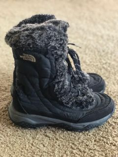 Girls black North Face snow boots size 4..EUC