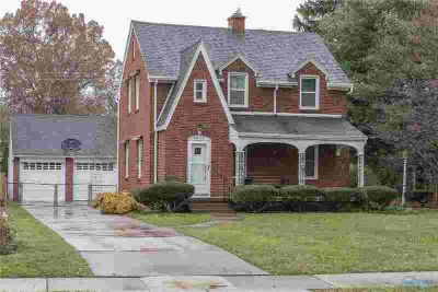 3650 Mapleway Drive Toledo Four BR, Spacious brick home on 2