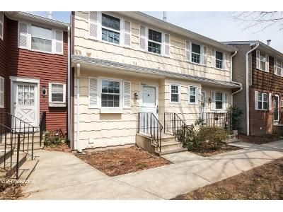 2 Bed 2 Bath Foreclosure Property in Hamden, CT 06514 - E Gate Ln