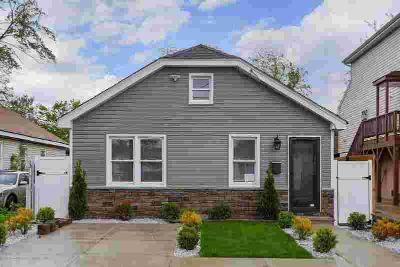 10 Lincoln Court KEANSBURG Three BR, Absolutely adorable