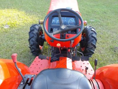 06 l4400 4x4 kubota ,standard shift, 4cyl diesel,46hp, 37.5 hp on independent pto,325 hrs.337-35...