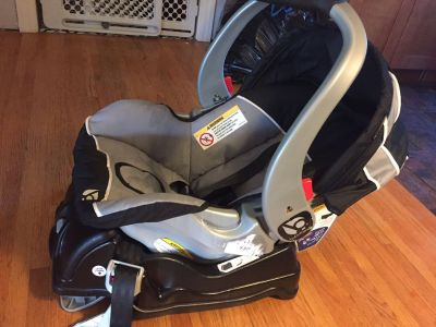 Baby Trend Infant Car seat and base