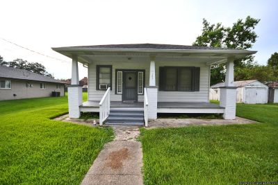 3 Beds/1.5 Baths Home In Demand Area For Rent!