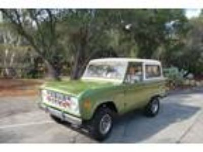 1974 Ford Bronco Green V8 302