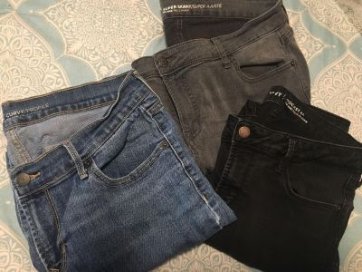 3 pair women s old navy jeans, size 12/14 shirt, GUC all for $4!