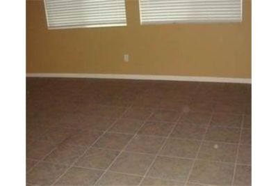 Loft for rent in El Centro. Single Car Garage!