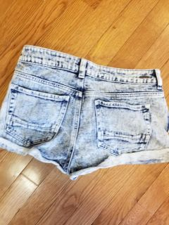 Kendyl and Kylie distressed jeans size 27