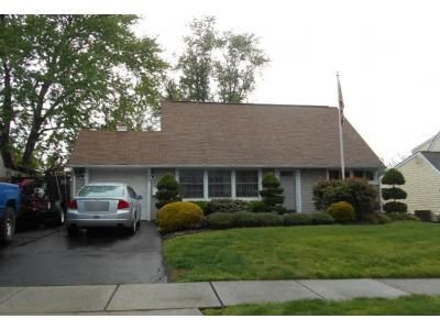 4 Bed 2 Bath Foreclosure Property in Levittown, PA 19054 - Valentine Ln