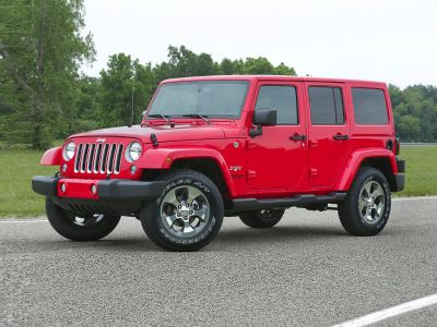 2017 Jeep Wrangler Unlimited Sahara (Bright White Clearcoat)