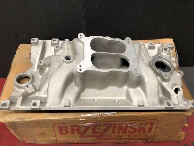 New SBC Brzezinski Edelbrock 2116 Manifold with Undercover P