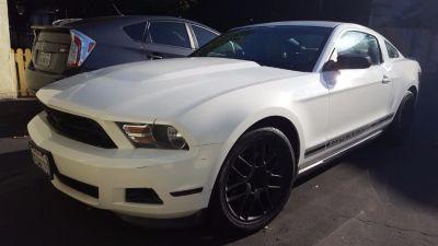 2012 Ford Mustang V6 (White)