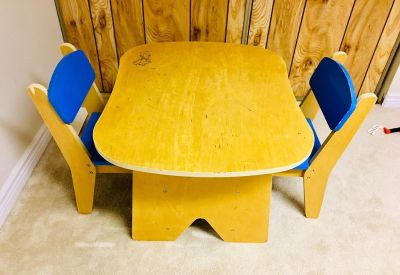 Kids table & chair set (wooden)