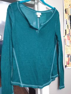 Mossimo brand waffle knit THIN material shirt. Has inside out look EUC size small