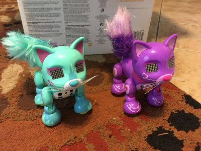 Two Zoomer Meowsies cats with working batteries!