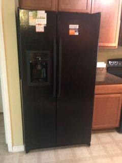 Appliance bundle set . Must go!!! Fridge, microwave stove dishwasher