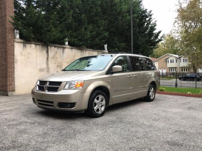 2008 Dodge Grand Caravan SXT (Gold)
