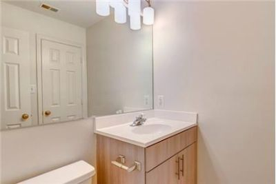 2 bedrooms Apartment - located in the Kingstowne section of historic Alexandria, Virginia. Parking A