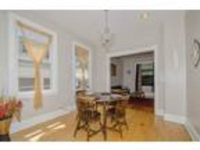 Albany Park 2 unit Owner will finance bad credit is ok. Fully furnished.3 be...