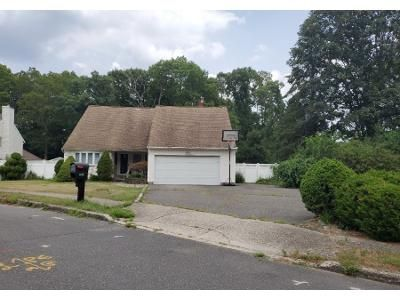 Preforeclosure Property in Holbrook, NY 11741 - Claas Ave