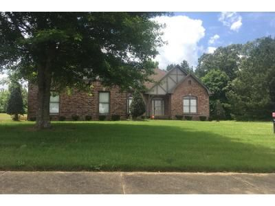 3 Bed 2 Bath Preforeclosure Property in Pinson, AL 35126 - Clayton Cove Pkwy