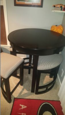 Broyhill Mirren Pointe Round Counter Pub Table and Stools