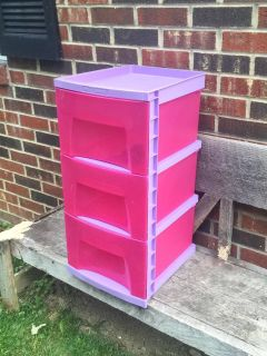Plastic 3 Drawer Storage Bin, wheels included, excellent condition, 2 available ($10/each) **READ FULL DESCRIPTION BELOW