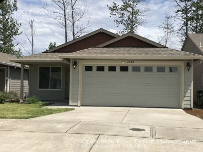 S Salem, Newer Construction 3/2, Beautiful Interiors, Fully Fenced Yard, Avail 5/27